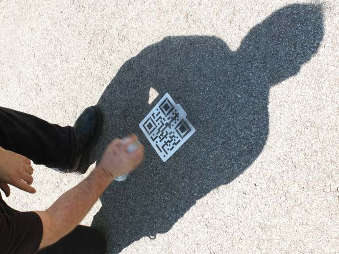 QR Hobo Code stencil in use